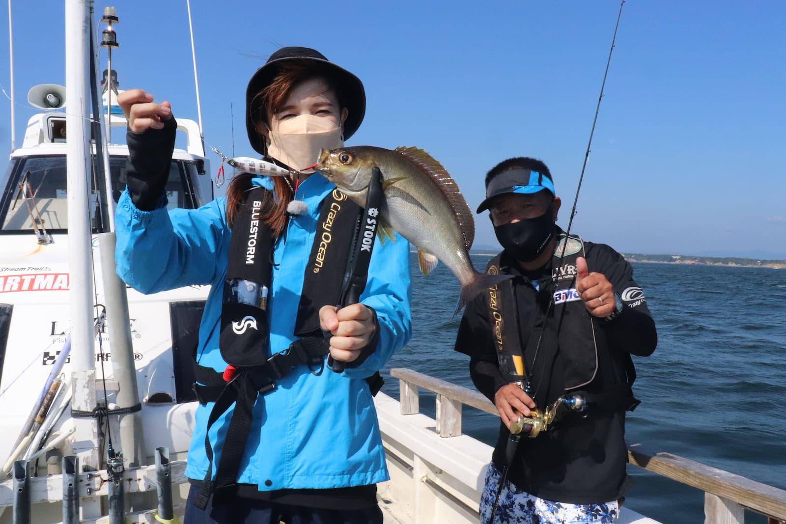三重県の志摩沖でルアー釣り