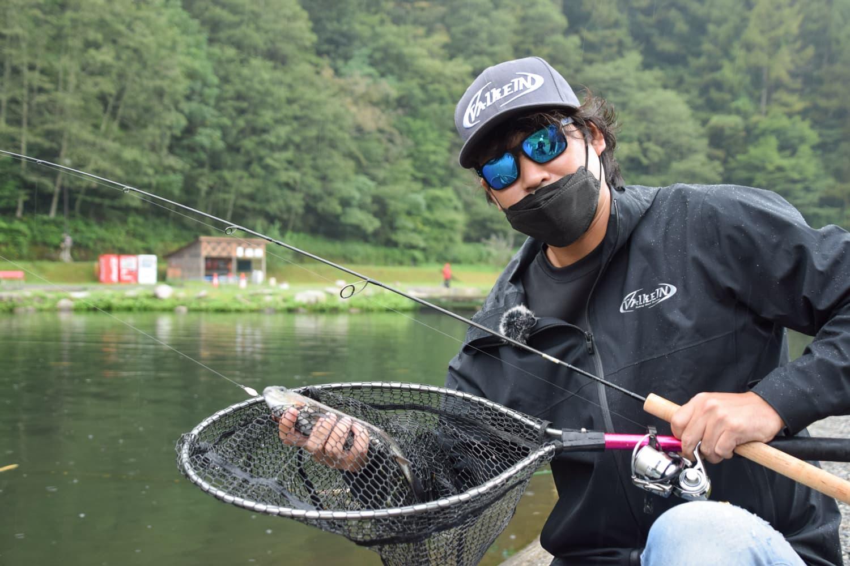 管理釣り場でルアー釣り